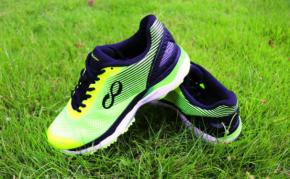 咕咚智能跑鞋21K超轻款评测:兼具保护性和竞速性