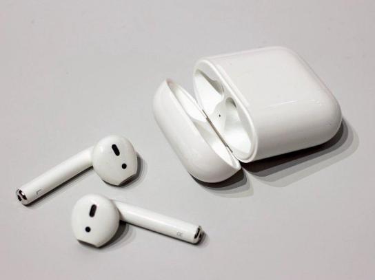 新版AirPods特性大猜测:支持无线充电,语音即可召唤Siri