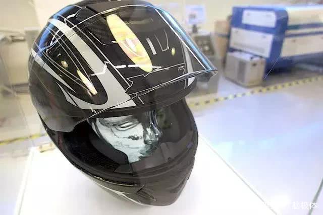 Jarvish <font>X</font>摩托车智能头盔来了,可以360度全景展示信息