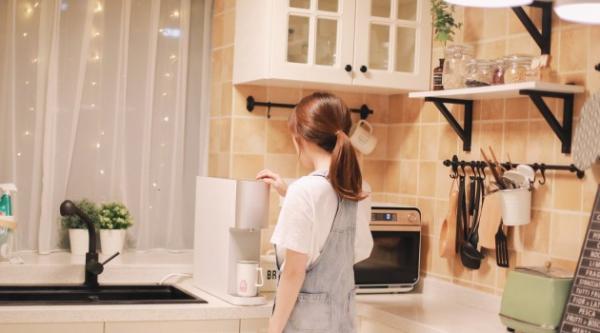 从净水器里倒一杯水,都是满满的科技感