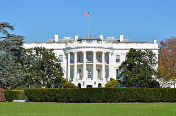 路透社:特朗普或计划1月发布行政命令,禁止购买中国电信设备