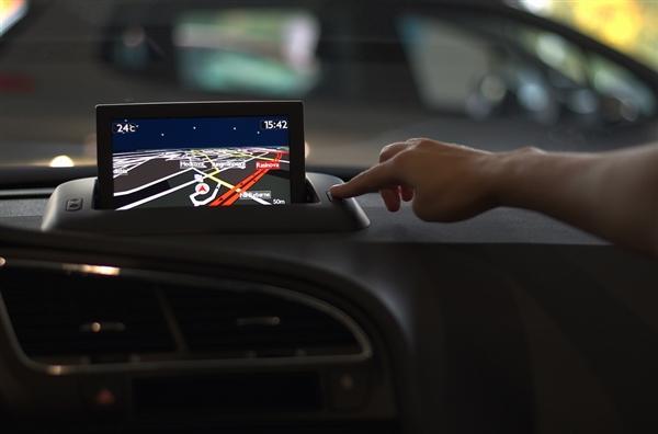北斗开启全球服务:基于北斗的智能汽车将明年上市